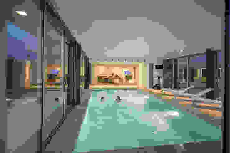 Pool by Atelier Lopes da Costa, Modern