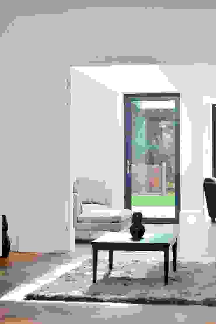 North West London refurbishment and extension Minimalist living room by London Refurbishments Minimalist