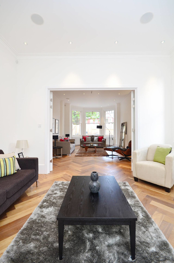 North West London refurbishment and extension Classic style living room by London Refurbishments Classic