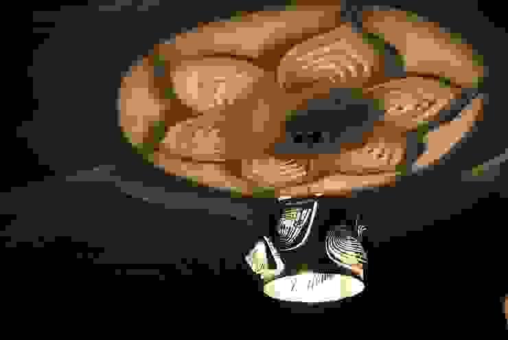 Leaves Nowoczesny korytarz, przedpokój i schody od Archerlamps - Lighting & Furniture Nowoczesny