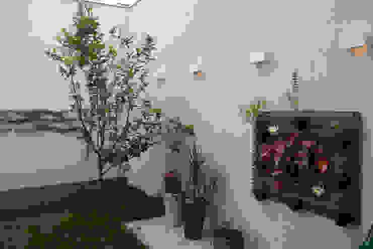 Jardines de estilo ecléctico de ArkDek Ecléctico