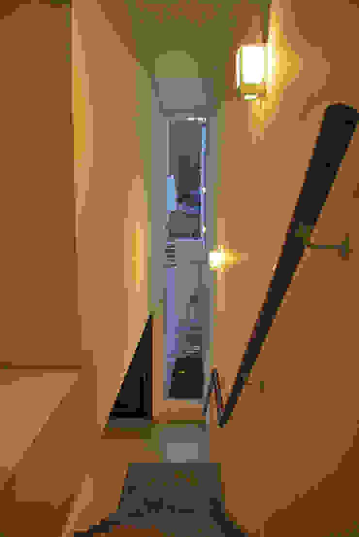 Escada Corredores, halls e escadas ecléticos por ArkDek Eclético
