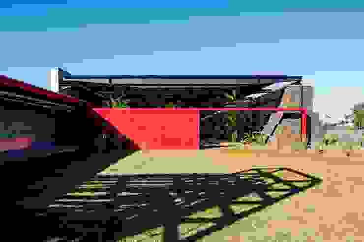 Puertas y ventanas de estilo moderno de LoebCapote Arquitetura e Urbanismo Moderno