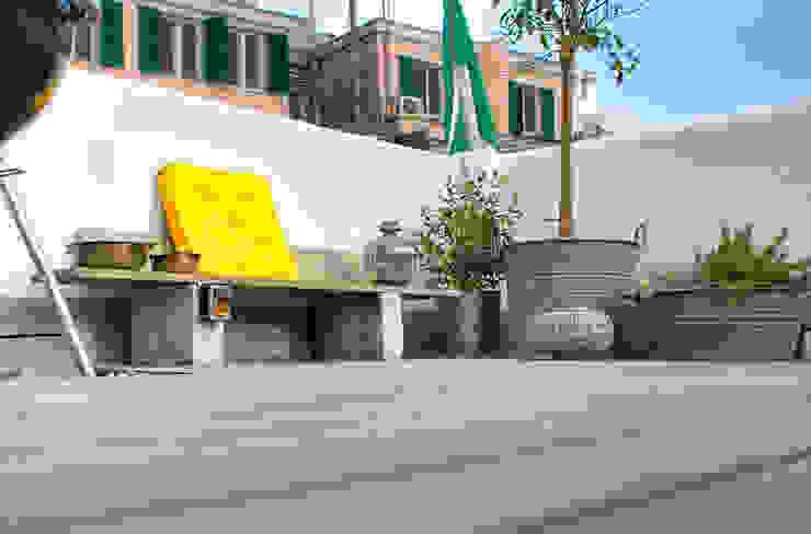 Industrialer Balkon, Veranda & Terrasse von marta carraro Industrial