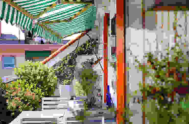 Mediterraner Balkon, Veranda & Terrasse von marta carraro Mediterran