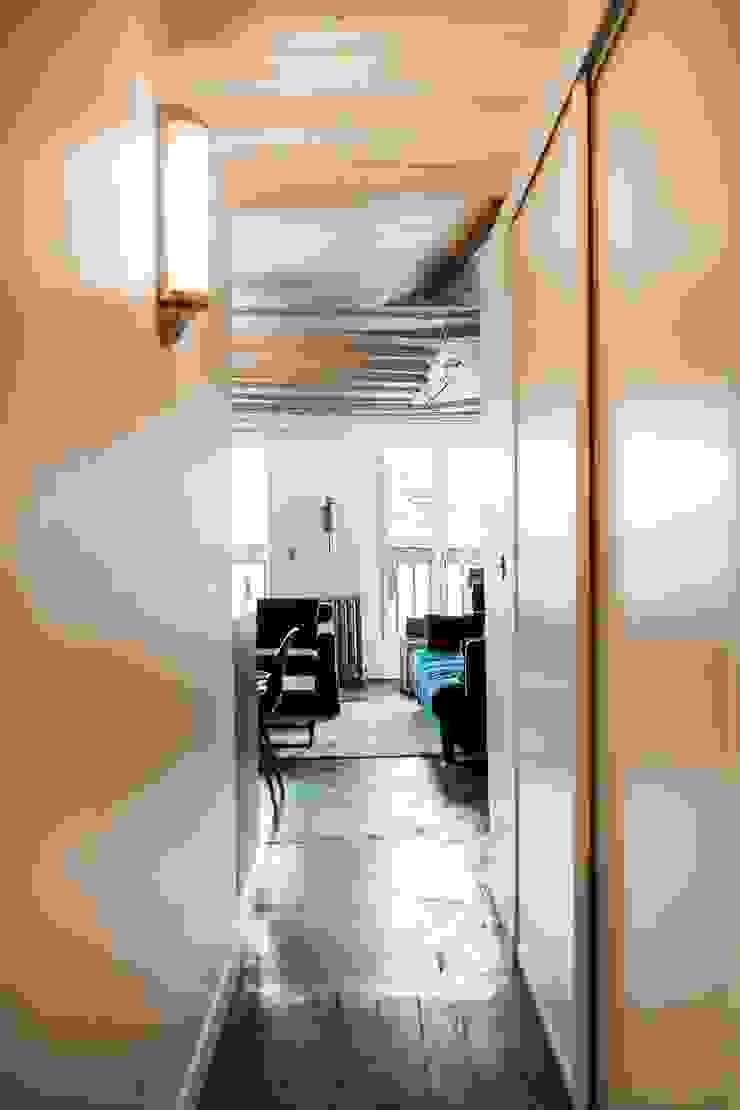 Appartement Montorgueil Paris Hélène de Tassigny Couloir, entrée, escaliers modernes