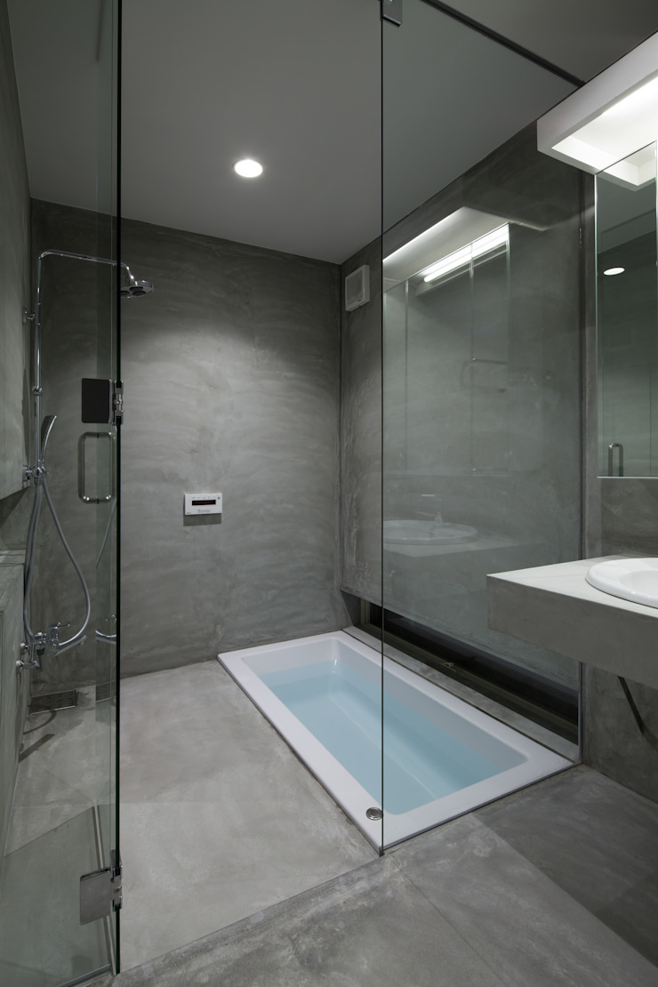 井戸健治建築研究所 / Ido, Kenji Architectural Studio Minimalist style bathrooms
