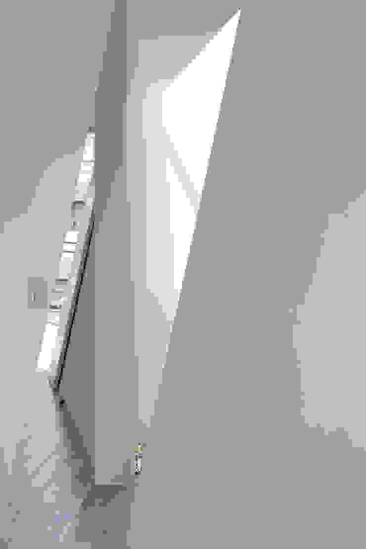 井戸健治建築研究所 / Ido, Kenji Architectural Studio Minimalist windows & doors