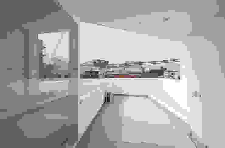 屋上テラス ミニマルデザインの テラス の 井戸健治建築研究所 / Ido, Kenji Architectural Studio ミニマル