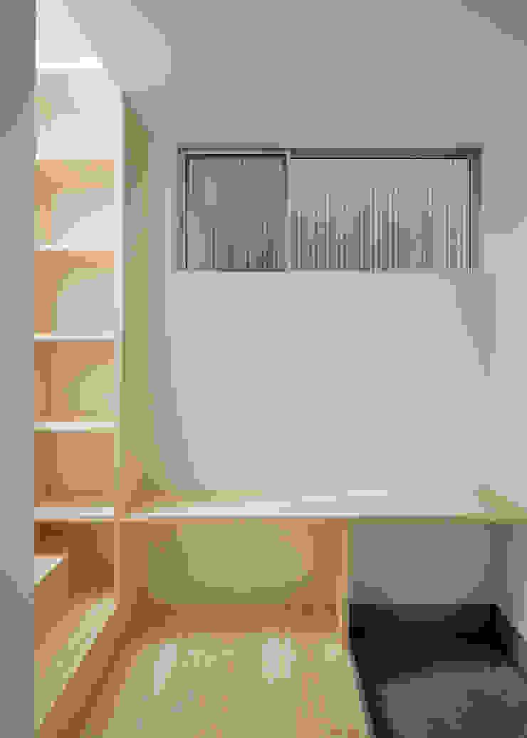 1階 玄関 北欧スタイルの 玄関&廊下&階段 の 井戸健治建築研究所 / Ido, Kenji Architectural Studio 北欧