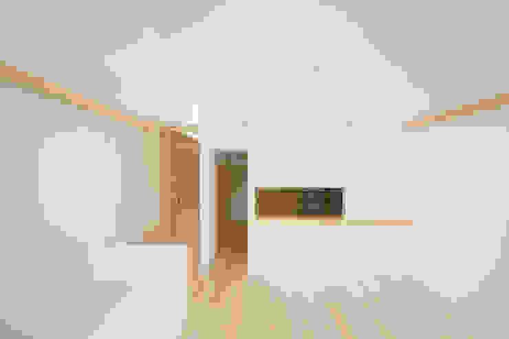 Comedores de estilo escandinavo de 井戸健治建築研究所 / Ido, Kenji Architectural Studio Escandinavo