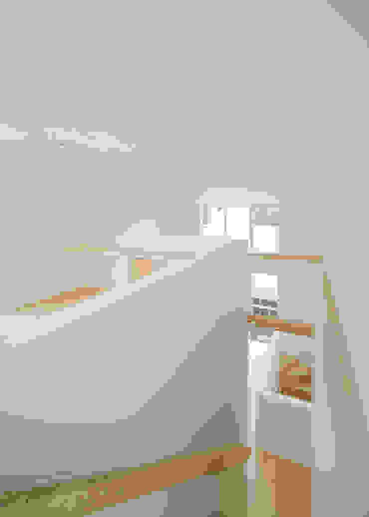 3階から吹抜けを見る 北欧デザインの 多目的室 の 井戸健治建築研究所 / Ido, Kenji Architectural Studio 北欧