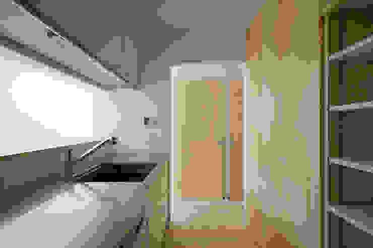 2階 キッチン 北欧デザインの キッチン の 井戸健治建築研究所 / Ido, Kenji Architectural Studio 北欧