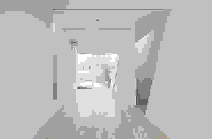 3階子供室 ミニマルスタイルの 子供部屋 の 井戸健治建築研究所 / Ido, Kenji Architectural Studio ミニマル