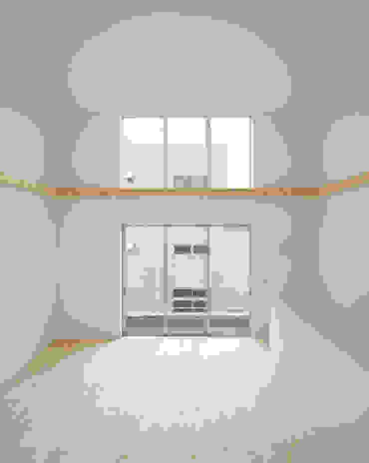 2階 リビング・ダイニング 北欧デザインの リビング の 井戸健治建築研究所 / Ido, Kenji Architectural Studio 北欧