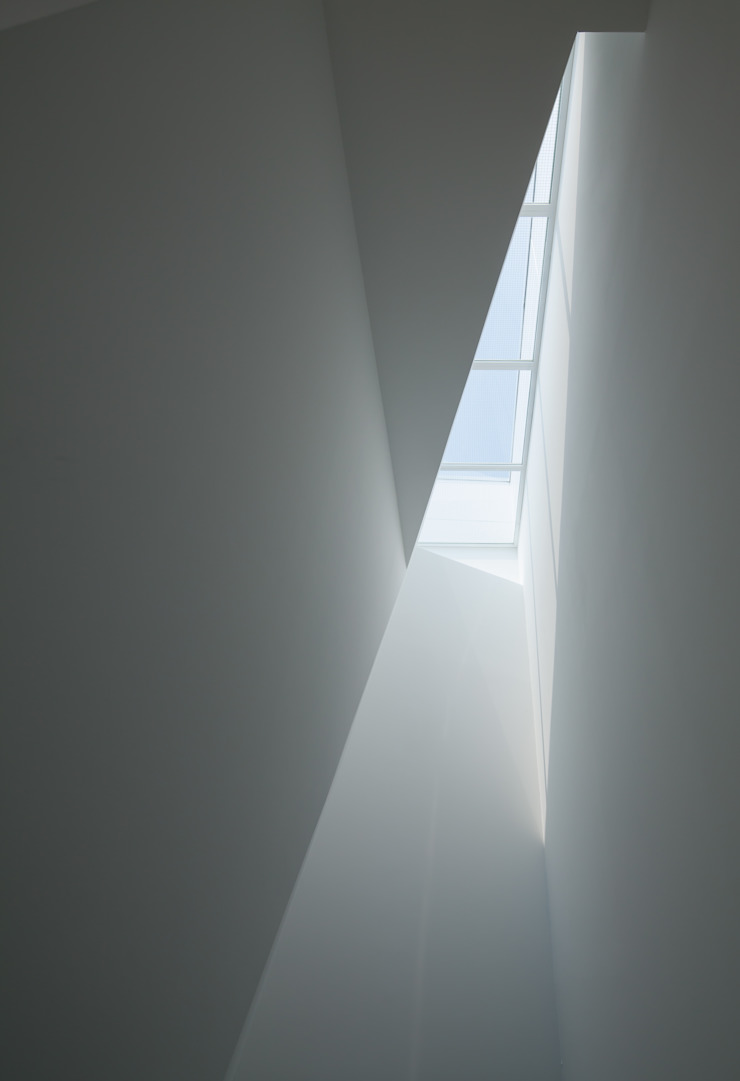 井戸健治建築研究所 / Ido, Kenji Architectural Studio Minimalist corridor, hallway & stairs