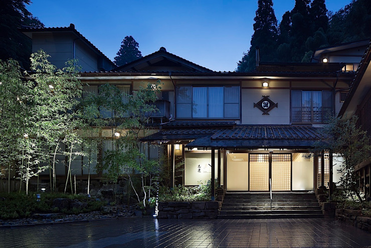城崎温泉湯楽 Yuraku Kinosaki Spa & Gardens アジア風商業空間 の 有限会社 ディー・アーキテクツ 和風 木 木目調