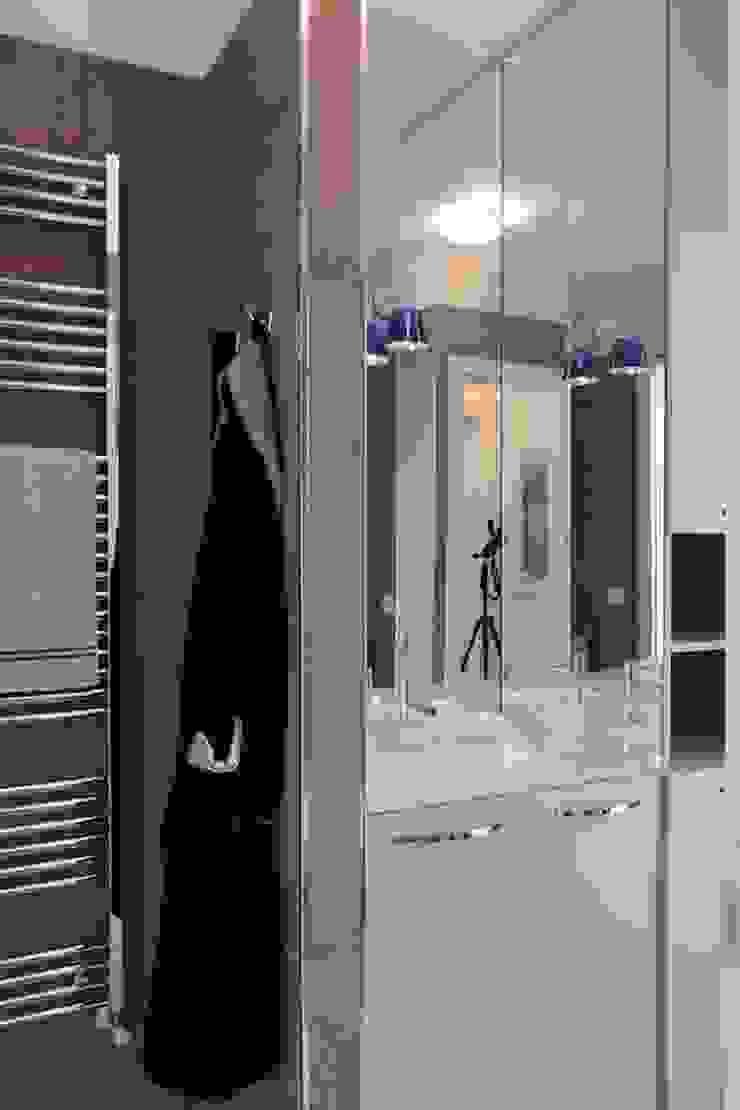 Francesca Bonorandi Phòng tắm phong cách tối giản