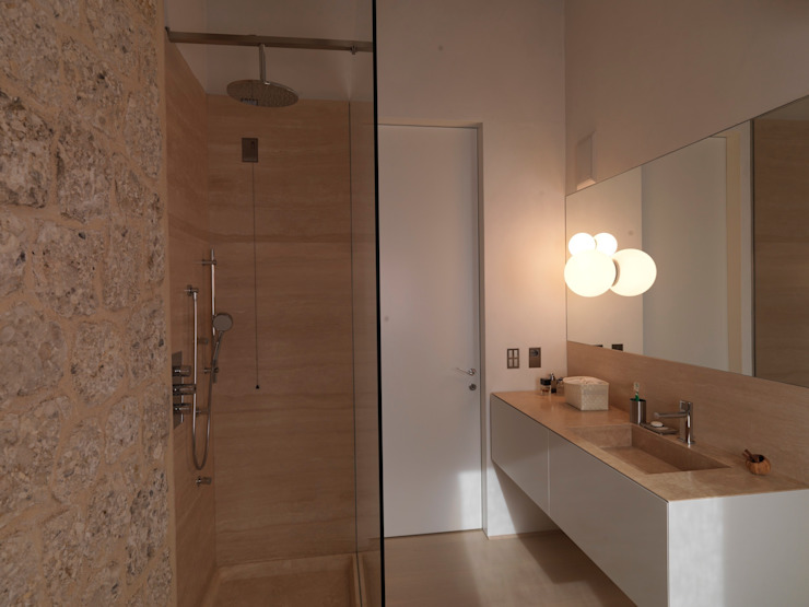 Minimalist style bathroom by Vegni Design Minimalist