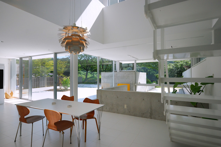 Dining room by 株式会社ブレッツァ・アーキテクツ