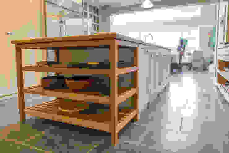 The Earlsfield Traditional Kitchen Cocinas de estilo rural de NAKED Kitchens Rural