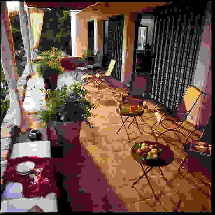 Terrasse au premier étage sur les orangers par alia bengana architecte Méditerranéen