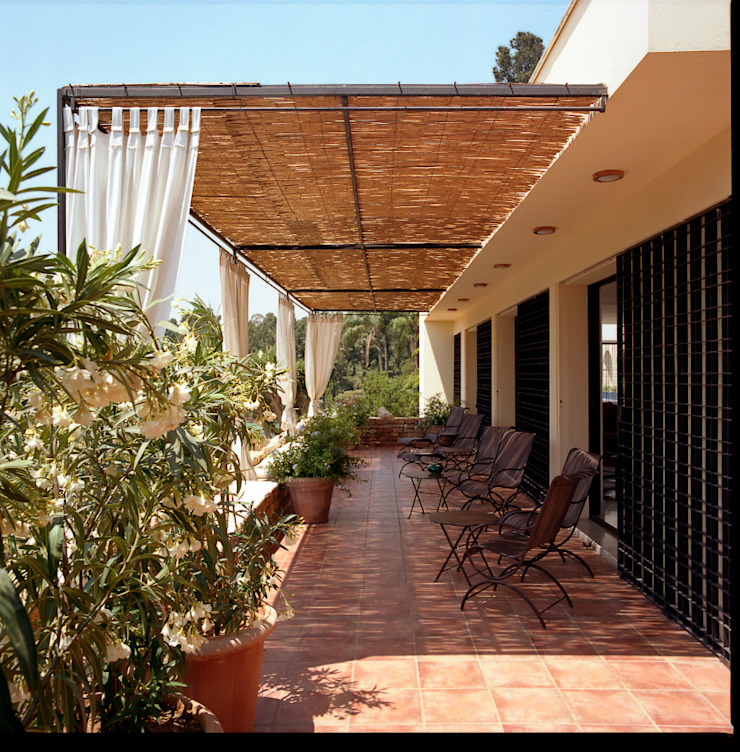 Terrasse par alia bengana architecte Méditerranéen