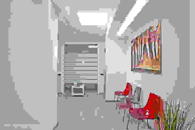 Sala d'attesa. Studio Architettura Pappadia Cliniche moderne