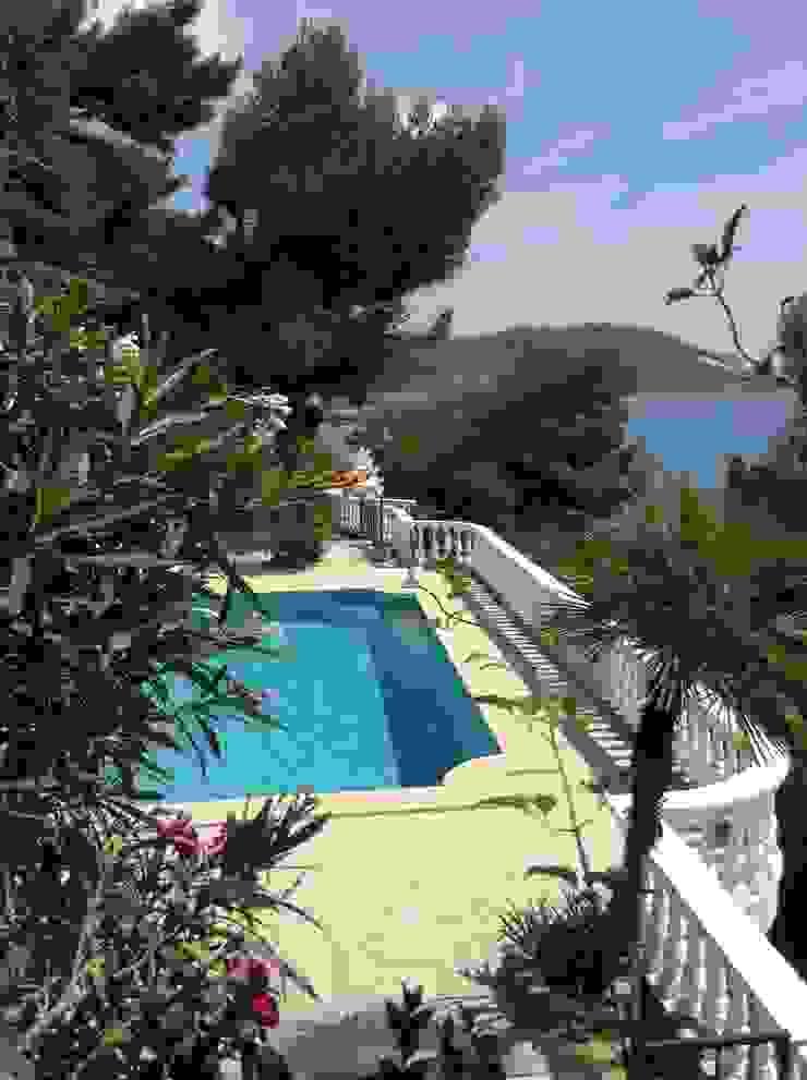 Villa Andora Piscina in stile mediterraneo di Architetto ANTONIO ZARDONI Mediterraneo