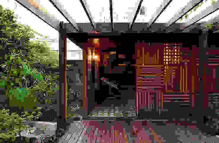 モダンな 家 の ODVO Arquitetura e Urbanismo モダン