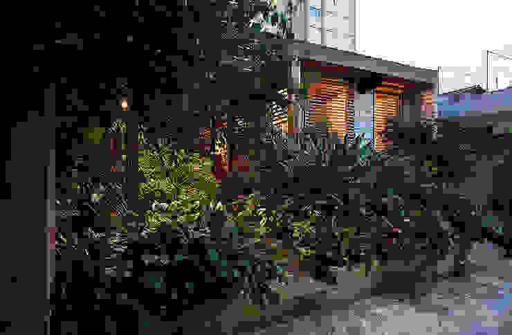 โดย ODVO Arquitetura e Urbanismo โมเดิร์น