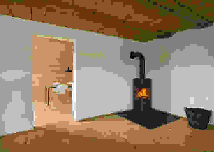 Stube Wohnzimmer im Landhausstil von Prof. Peter Tausch Landhaus