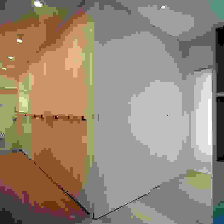 U-House オリジナルスタイルの 玄関&廊下&階段 の AIDAHO Inc. オリジナル