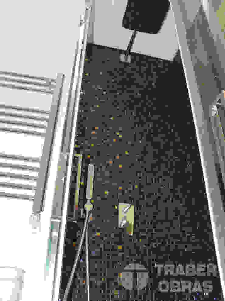 Cuarto de baño de dormitorio principal. Baños de estilo moderno de Traber Obras Moderno