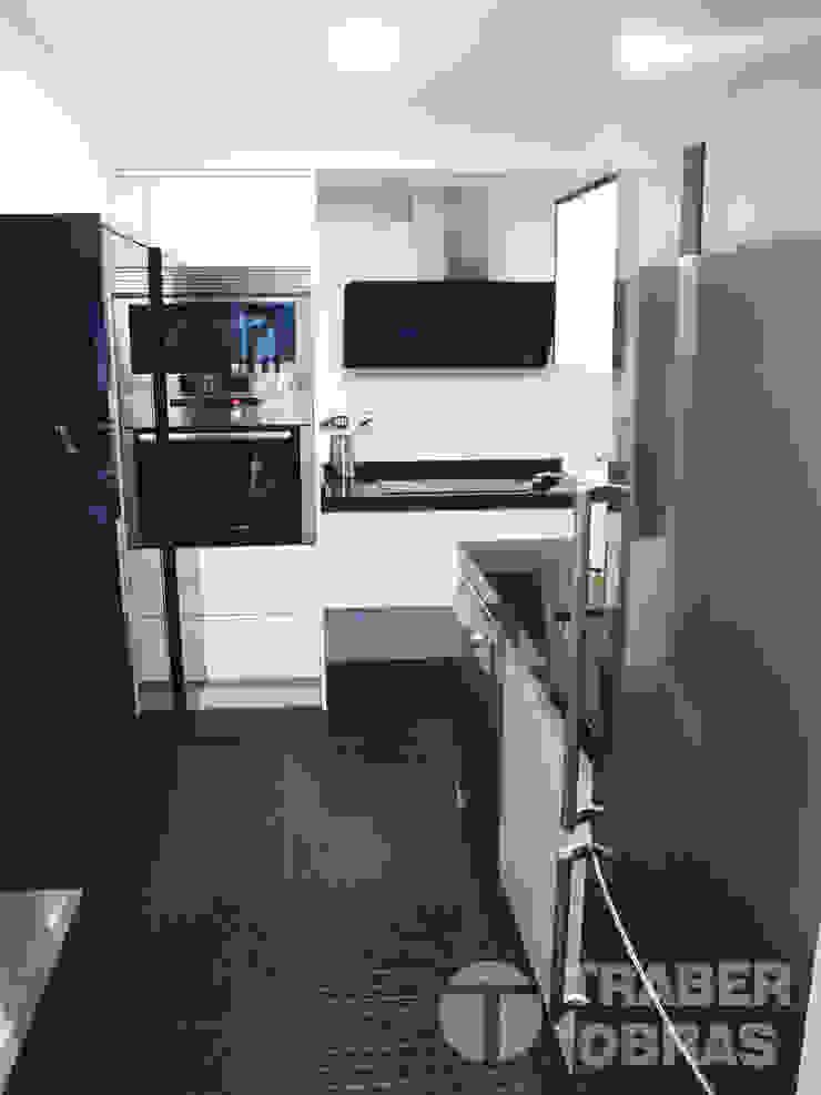 Cocina - mobiliario y equipamiento. Cocinas de estilo moderno de Traber Obras Moderno
