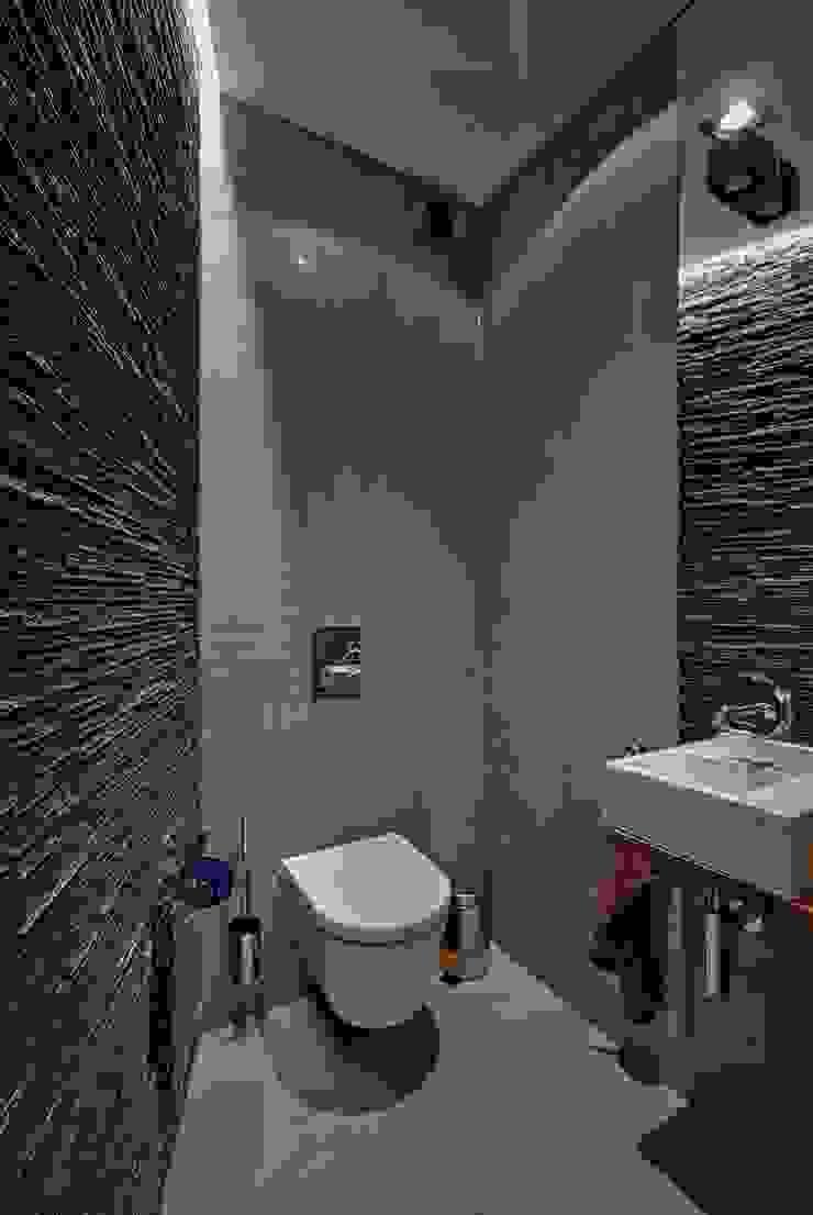 Dom w Overijse, Belgia Minimalistyczna łazienka od SHOQ STUDIO Architektura i wnętrza Minimalistyczny