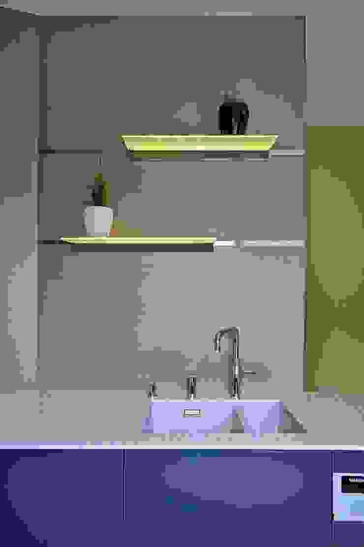 Dom w Overijse, Belgia Minimalistyczna kuchnia od SHOQ STUDIO Architektura i wnętrza Minimalistyczny