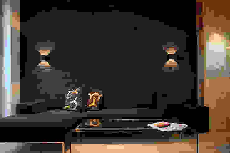 apartament Warszawa Włochy: styl , w kategorii Salon zaprojektowany przez SHOQ STUDIO Architektura i wnętrza,Nowoczesny