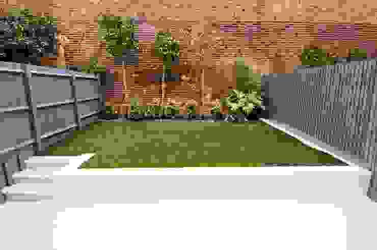 Garage/shed by LLI Design,