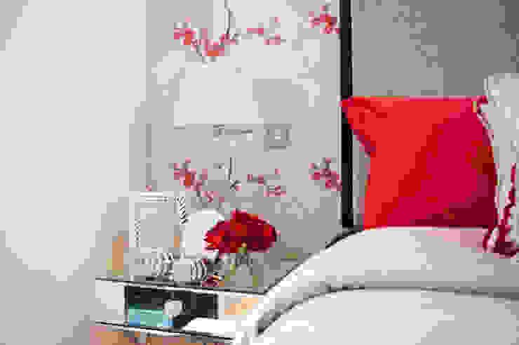Master bedroom detail Спальня в классическом стиле от LLI Design Классический