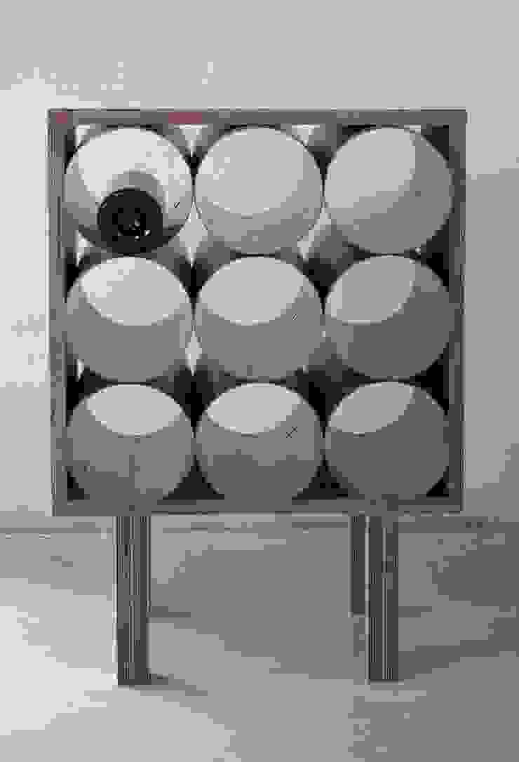 Gazetnik na wino od NaNowo Industrial Design Industrialny