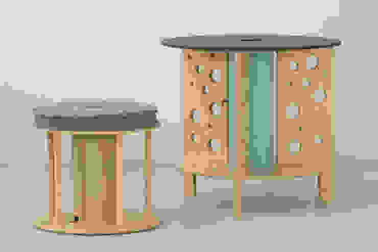 """Stolik """"dziury w serze"""" od NaNowo Industrial Design Industrialny"""