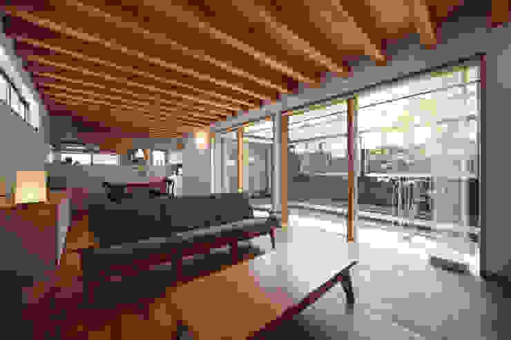 青木昌則建築研究所 Salas de estilo escandinavo
