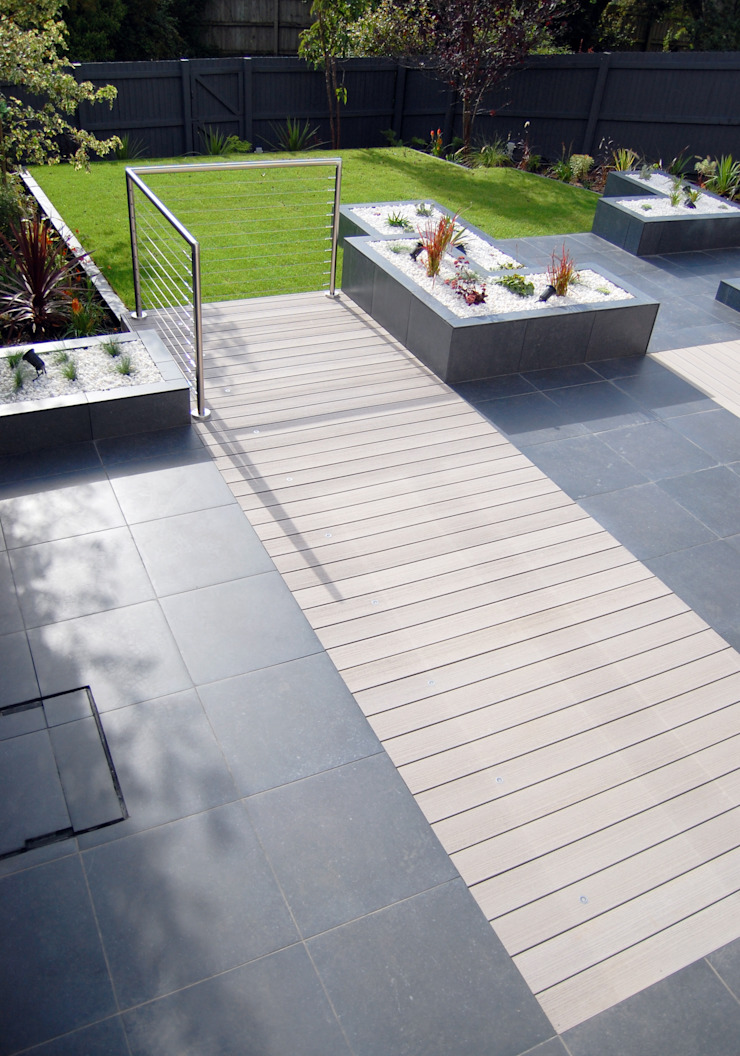 Midnight party garden Modern garden by Robert Hughes Garden Design Modern