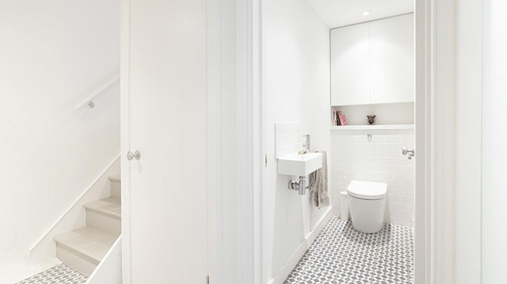 Huddleston Road Modern bathroom by Stagg Architects Modern