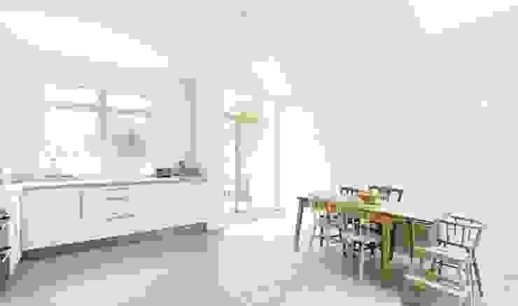 Huddleston Road Modern kitchen by Stagg Architects Modern