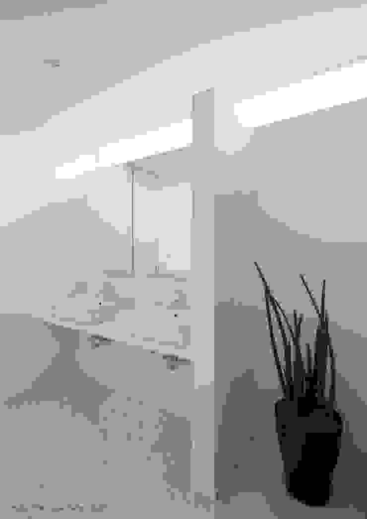 PLATE HOUSE ミニマルスタイルの お風呂・バスルーム の 松岡健治一級建築士事務所 ミニマル
