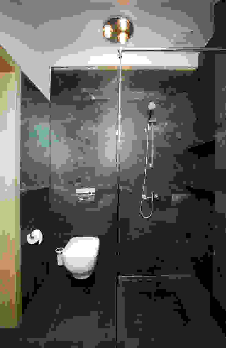 DOM NA KASZUBACH Nowoczesna łazienka od GRUPA MALAGA Nowoczesny