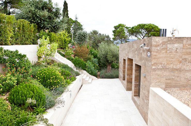 Mediterraner Garten von JARDÍ PEDRA I ARIDS S.L. Mediterran