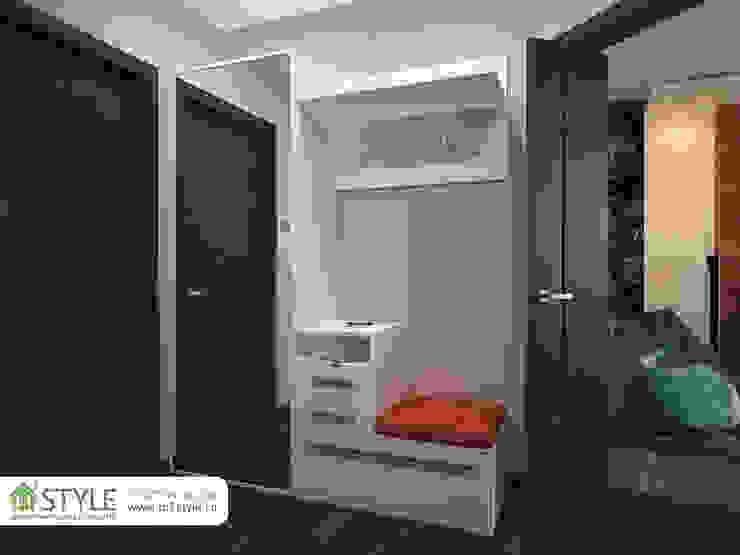 Квартира «Арт-хаус» Коридор, прихожая и лестница в стиле минимализм от Студия m2style Минимализм